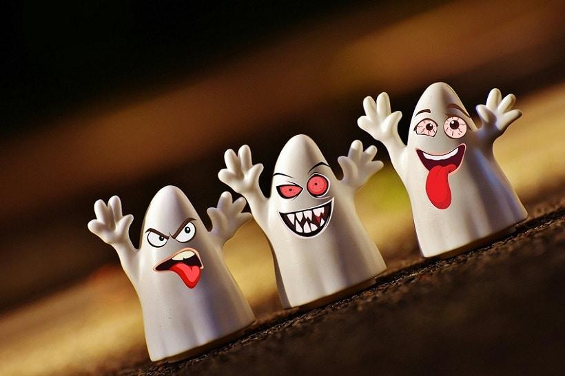 Drei Gespenster-Figuren, die lustige Grimassen schneiden