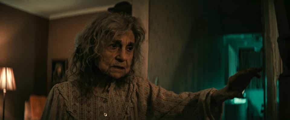 """Witwe Litvak aus dem Film """"The Vigil - die Totenwache"""""""
