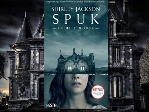 """Bildes eines Spukhauses mit dem Buch """"Spuk in Hill House"""" vom Festa Verlag im Vordergrund"""